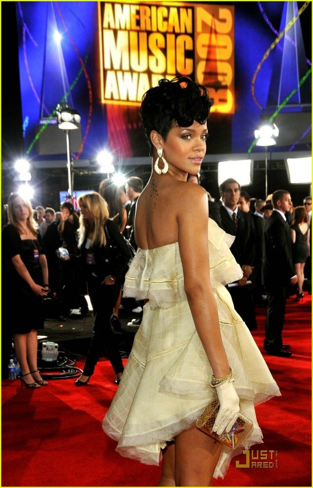 rihanna-2008-american-music-awards-05