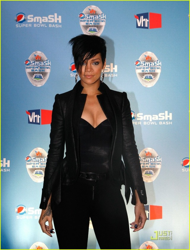 rihanna-super-bowl-bash-02