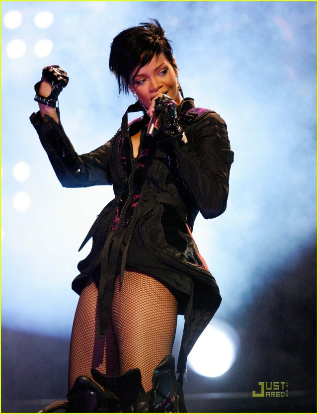 rihanna-super-bowl-bash-33