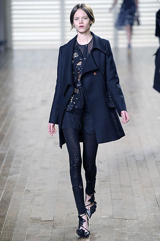 rihannna-chloe-coat