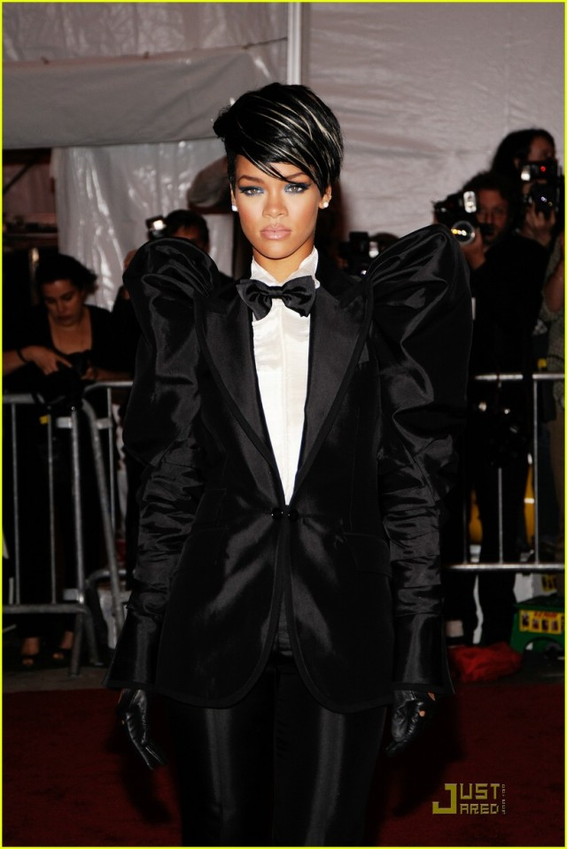 rihanna-met-costume-institute-gala-2009-03