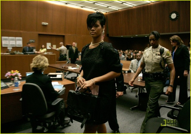 rihanna-chris-brown-court-05