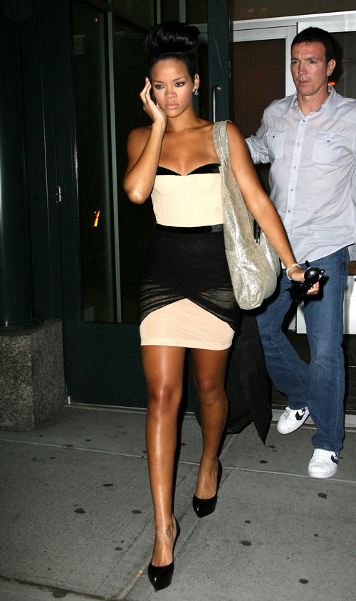 rihanna-awang-dress