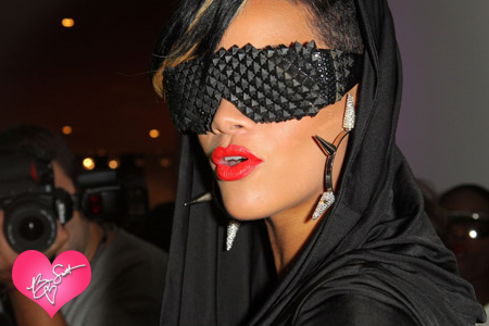 Rihanna_fashion_night_out_91009_01